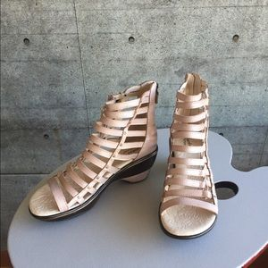 Jambu Brookline blush gladiator sandal .8.5M. New.